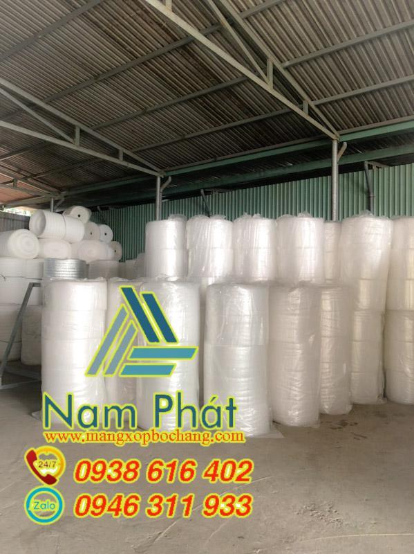 Màng xốp hơi gồm các túi khí được làm từ nguyên liệu cao cấp tạo sự mềm mại, chống va đập cao. Có tác dụng bảo vệ sản phẩm trong quá trình vận chuyển không bị vỡ(nếu là đồ thủy tinh) Sản phẩm được sản xuất trên dây chuyền hiện đại, sử dụng 100% hạt nhựa polyethylene (LDPE) nhập khẩu từ Malaysia, Arap, Iran, không sử dụng hạt nhựa tái sinh .Nhẹ,mềm , co giãn đàn hồi và độ bền cao.