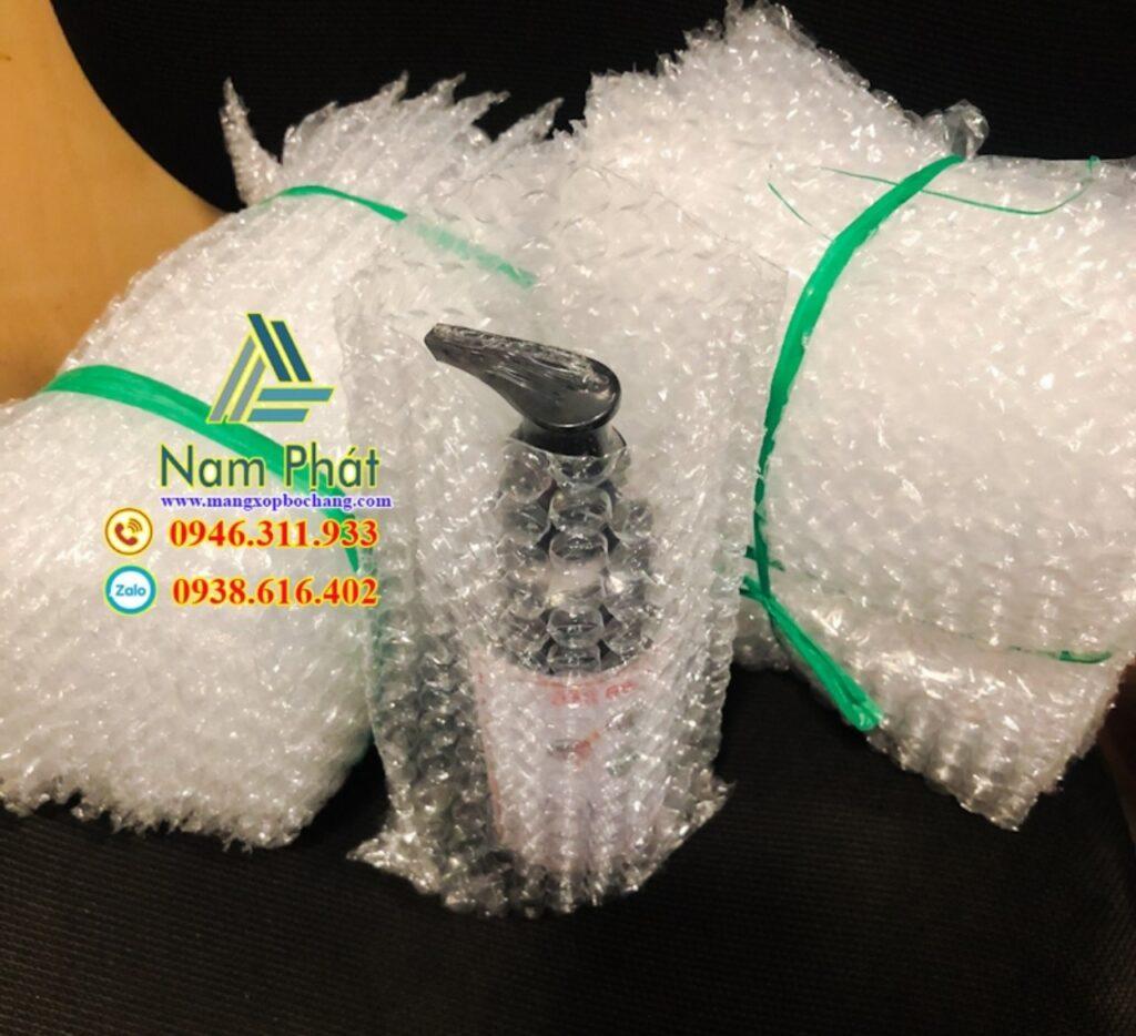 Công ty Nam Phát chuyên cung ứng và sản xuất các loại xốp hơi, xốp bong bóng chống va đập tại Bình Dương, TPHCM. Chất lượng đảm bảo với sản lượng ổn định. Giá nhà sản xuất, giá sỉ cho các đơn hàng và hỗ trợ giao hàng tận nơi Hotline: 0938.616.402 Ms Linh